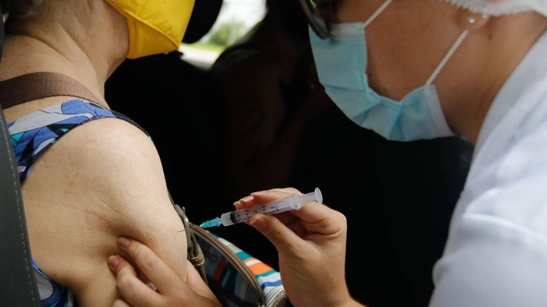 Governo dispensa licitação para compra das vacinas da Janssen e Pfizer