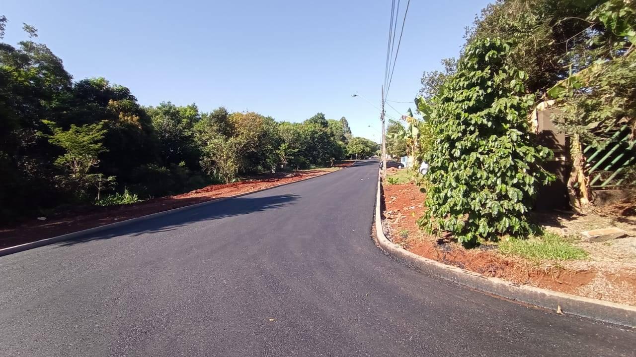 """Ruas """"esquecidas"""" ganham asfalto em Cascavel"""