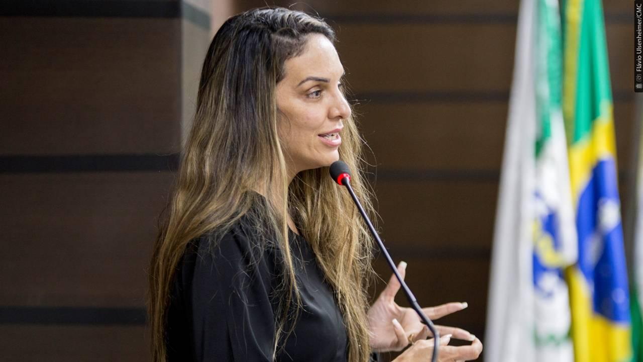 Patinadora Vanessa Nóbrega recebe votos de louvor na Câmara