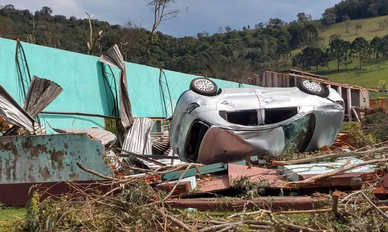 Tempestade em Santa Catarina afeta 26 cidades e deixa 830 desabrigados
