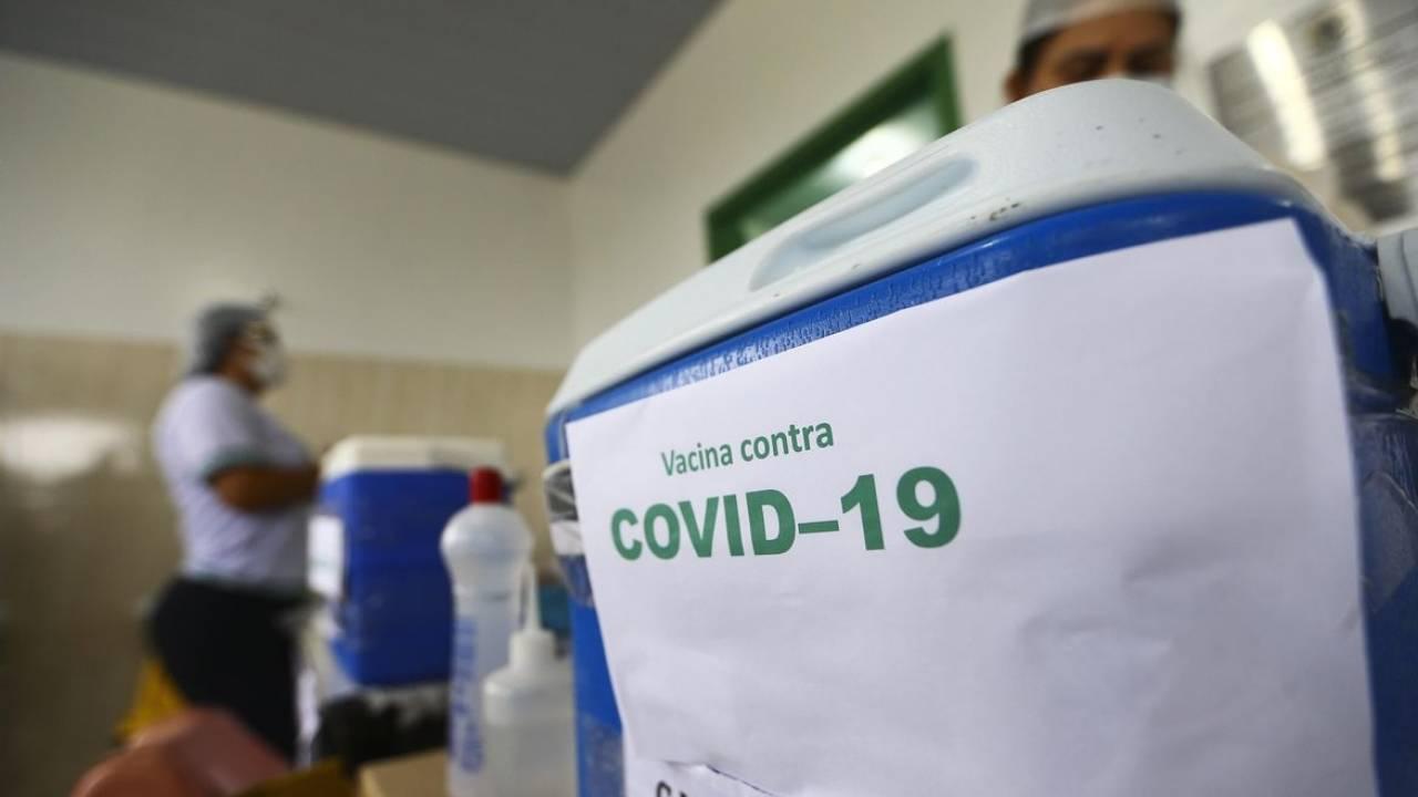 Projeto que instituiu multa para fura-fila da vacinação para Covid-19 é aprovado