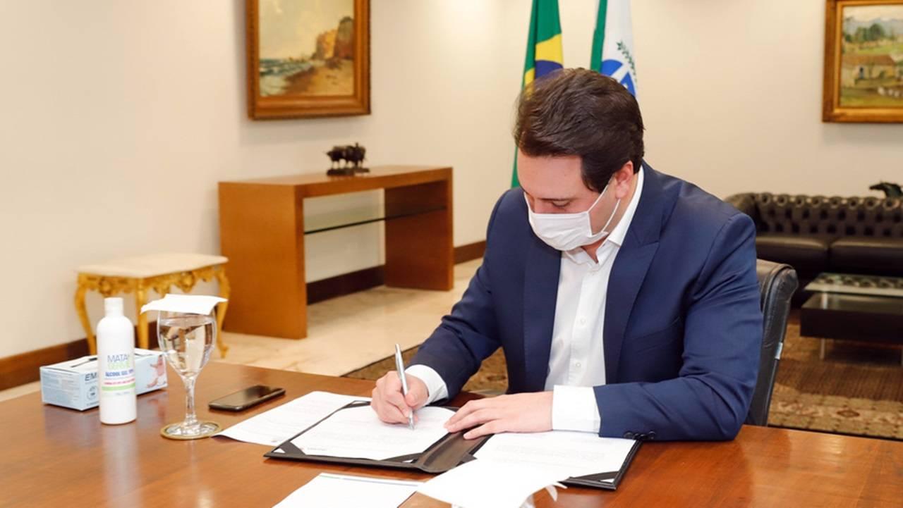 Governo cria comitê para discutir vacinas contra coronavírus no Paraná