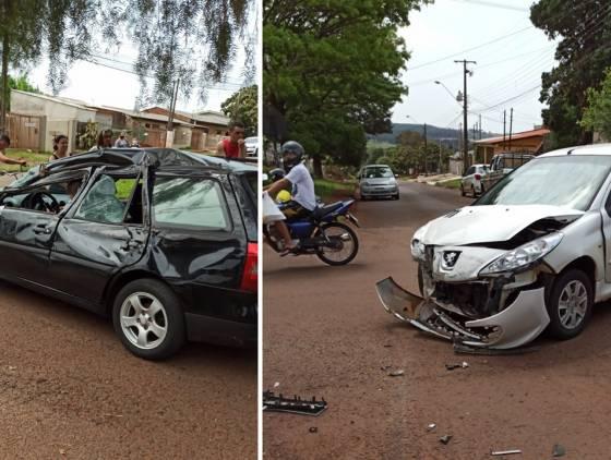 Van com crianças tomba após forte colisão com dois carros no Jardim Clarito