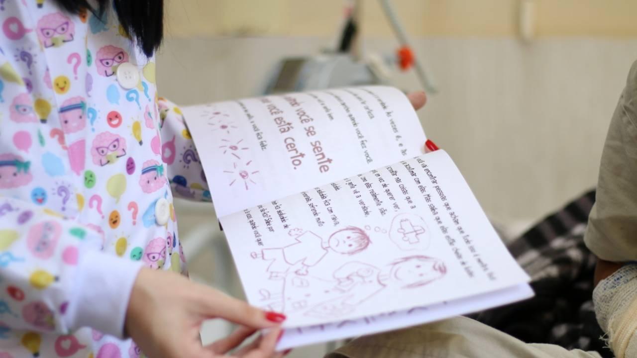 Huop: livros ajudam pacientes a lidar com sentimentos durante internação