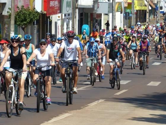 Trânsito: Passeio ciclístico neste domingo (19) requer atenção de condutores na Avenida Brasil