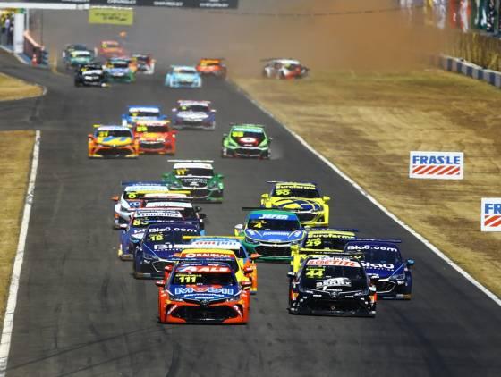 Stock Car: Rubens Barrichello e Ricardo Maurício vencem no sábado quente de Goiânia
