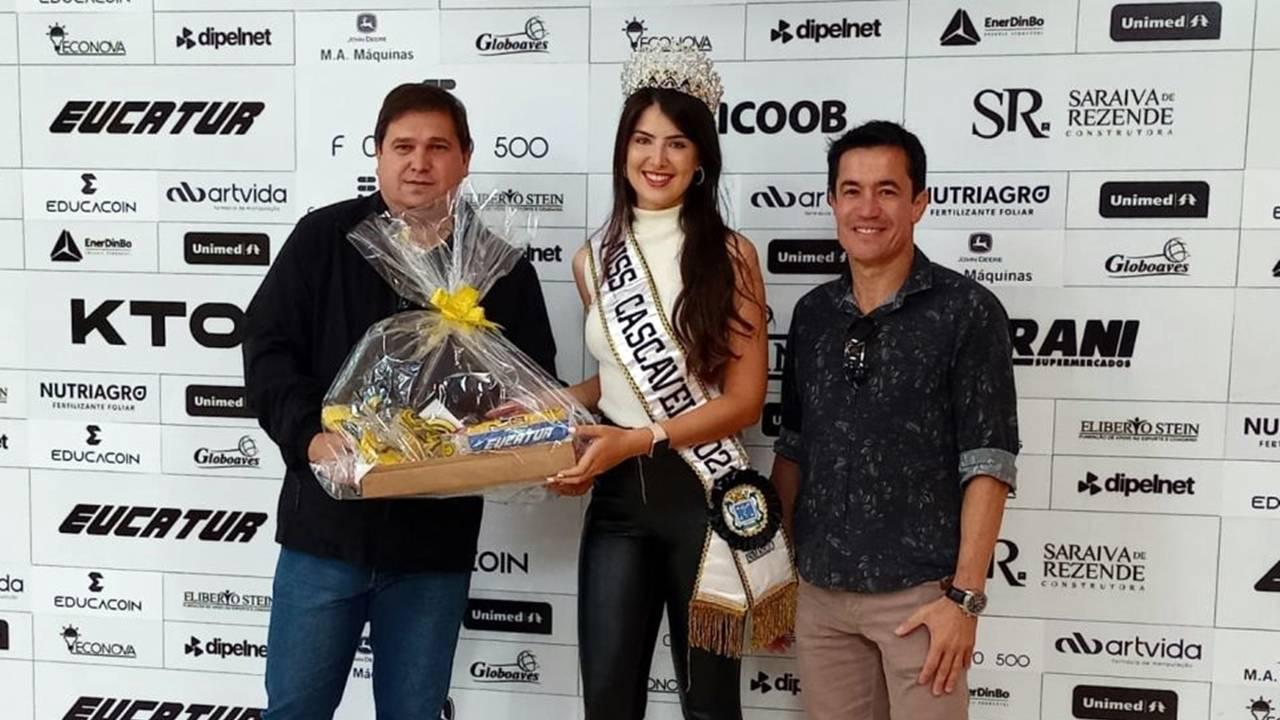 Miss Cascavel recebe título de embaixadora oficial as Serpente Aurinegra