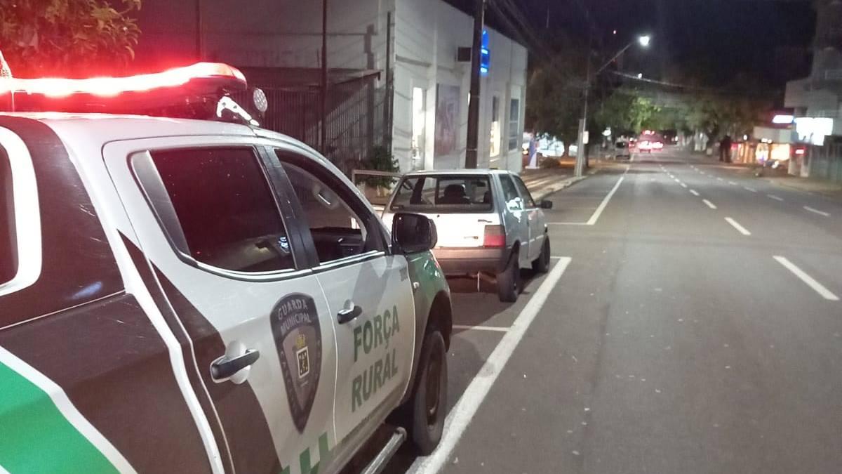 Guarda Municipal recupera Fiat Uno e detém homem na Rua Paraná