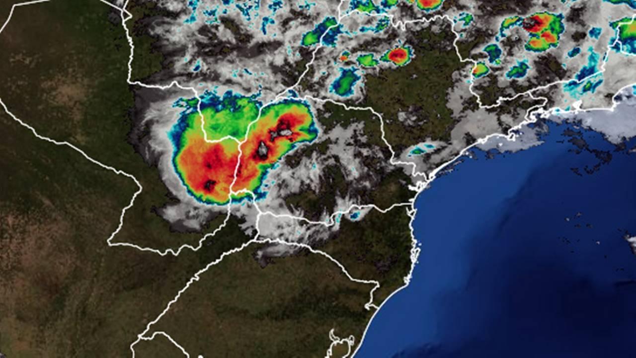 Defesa Civil emite alerta de chuvas intensas e rajadas de ventos de até 24-50 km/h