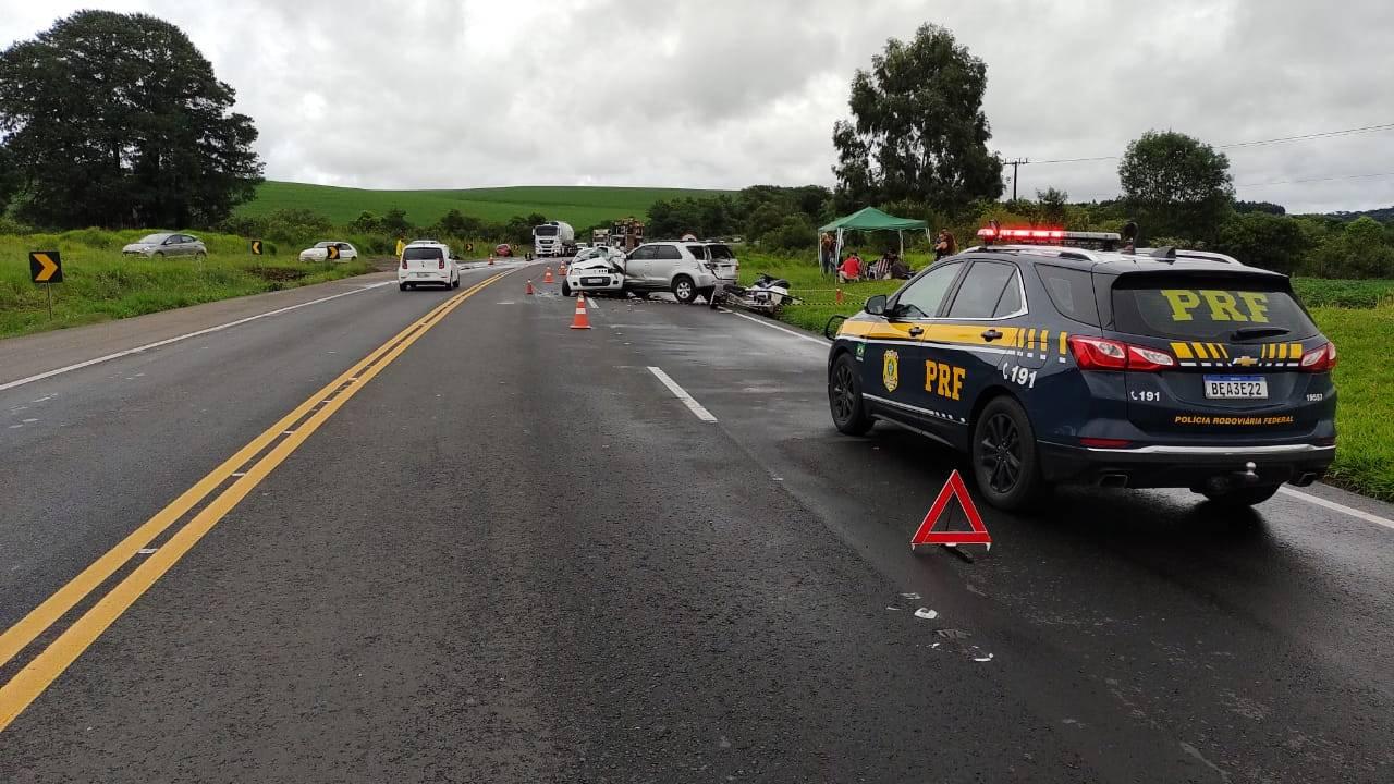 Duas pessoas morrem e outras quatro ficam em estado grave após acidente na BR-277