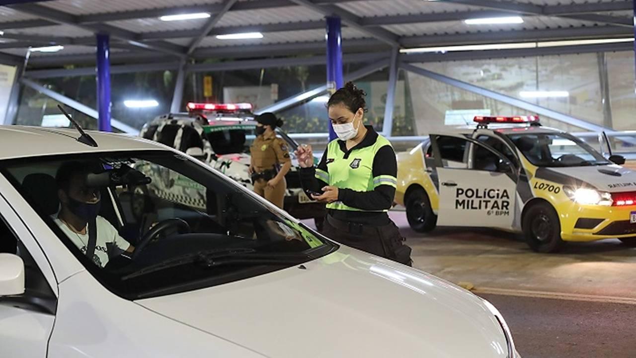 Operação Toque de Recolher aborda 63 veículos