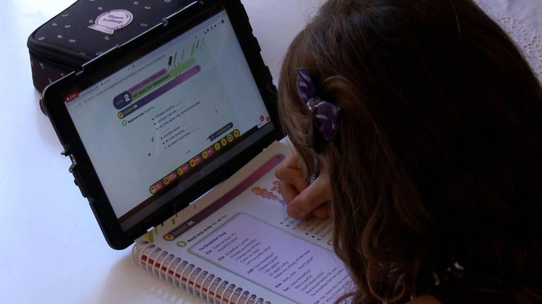 Bolsonaro veta lei que dá a estudantes acesso gratuito à internet