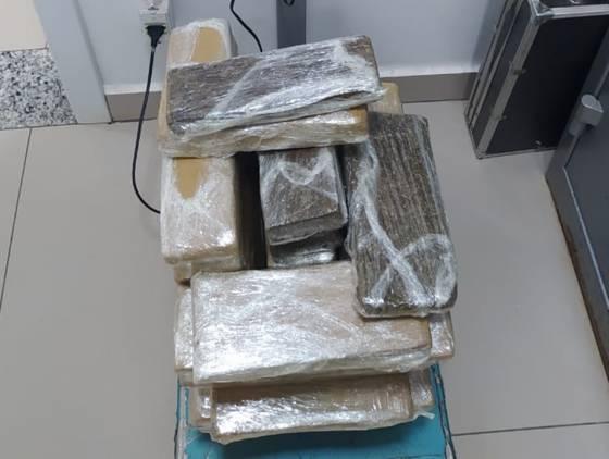Polícia Rodoviária Federal apreende drogas em veículo de transporte por aplicativo em Cascavel