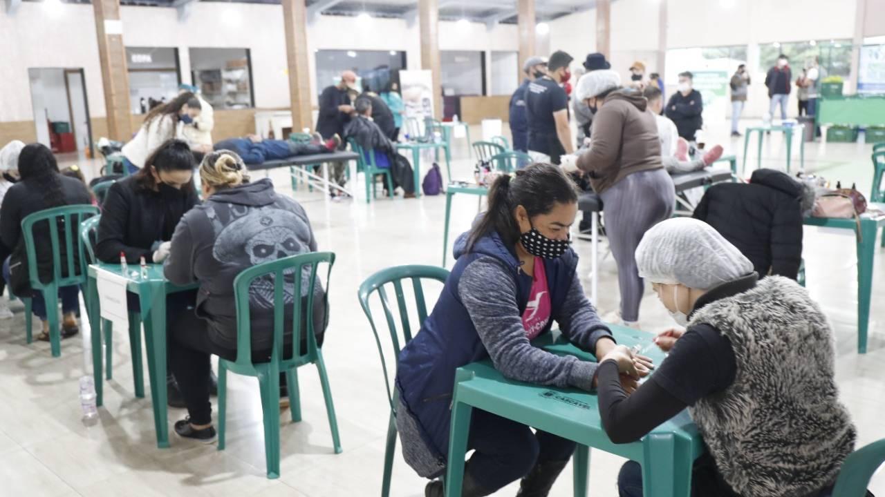 """""""Cuidar das pessoas tem que ser a principal obra do poder público"""", diz Paranhos"""