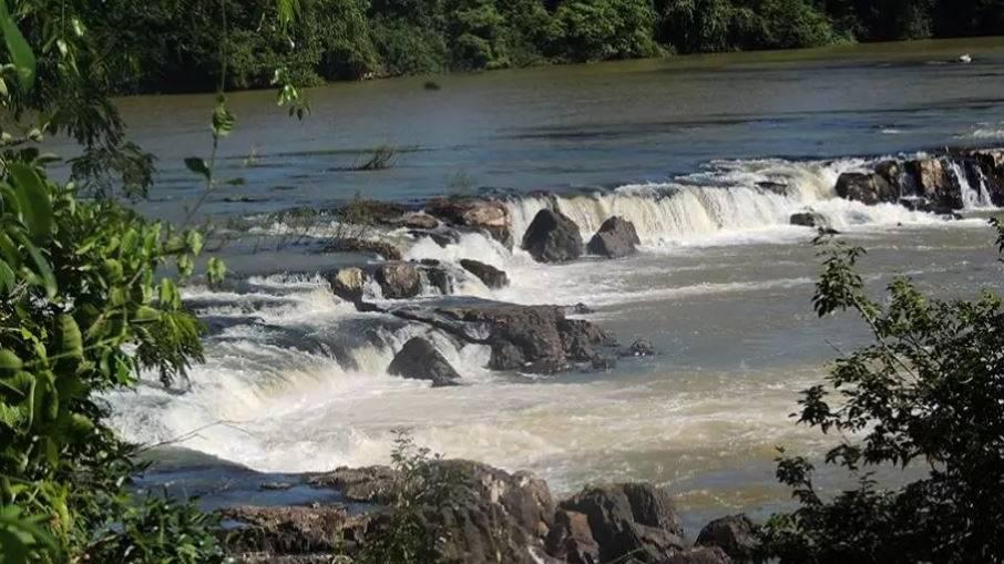 Tragédia: barco vira com 9 pessoas em rio; 6 vítimas estão desaparecidas, incluindo 3 crianças