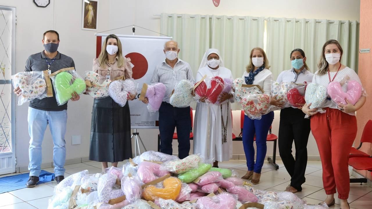 Uopeccan recebe doação de 175 almofadas em formato de coração