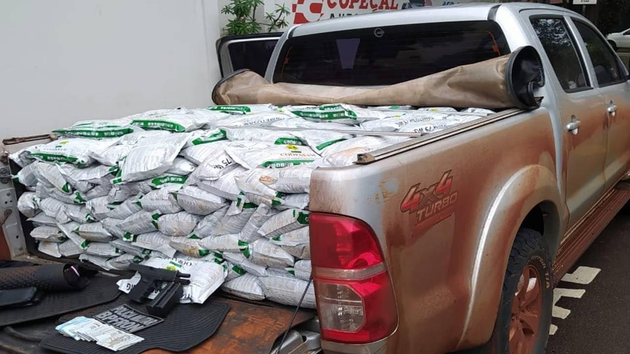 Agrotóxicos contrabandeados e arma de fogo são apreendidos em Cascavel