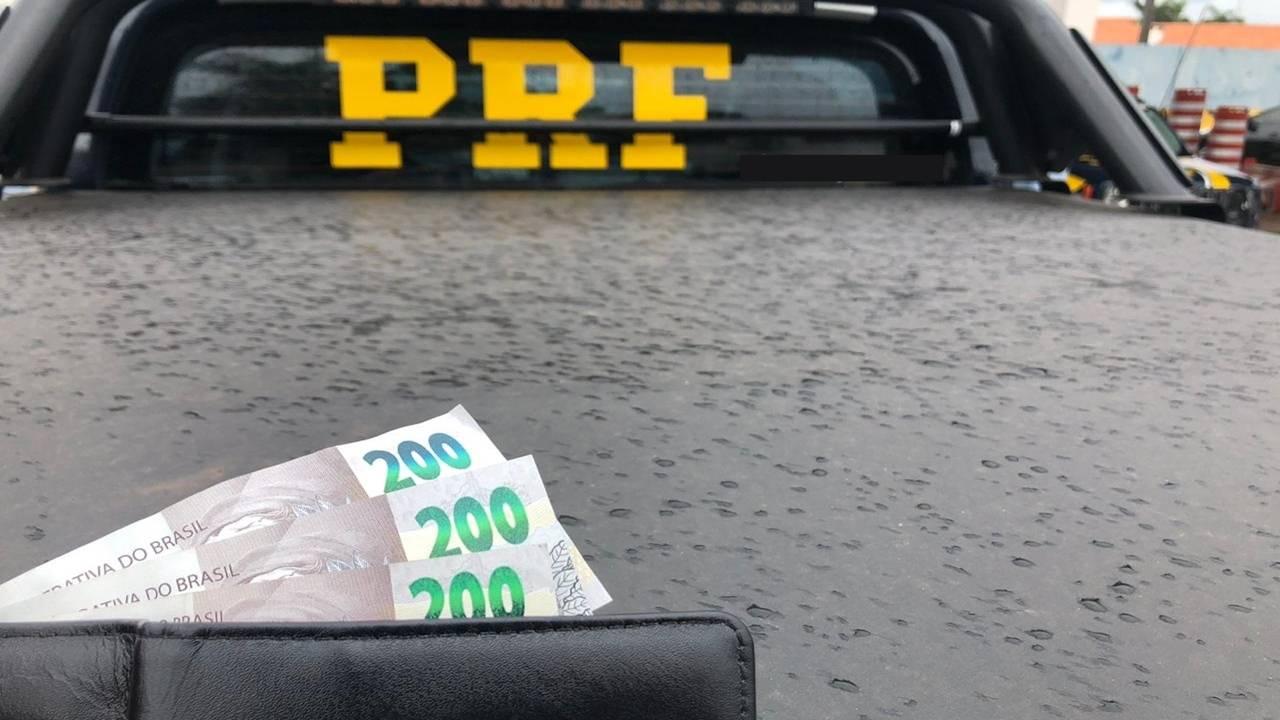 Motorista oferece R$ 200 para não ser multado e é preso pela PRF no Paraná