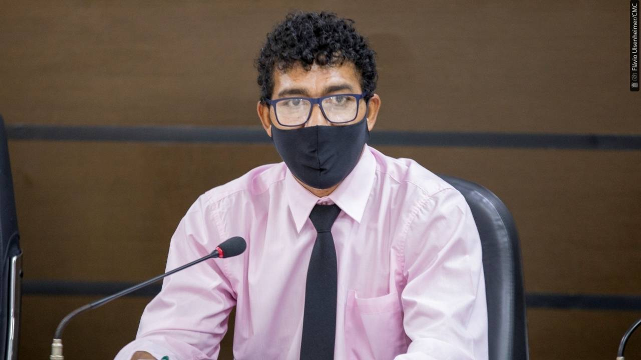 Josias de Souza quer concurso para ocupar cargo de intérprete de Libras na Câmara