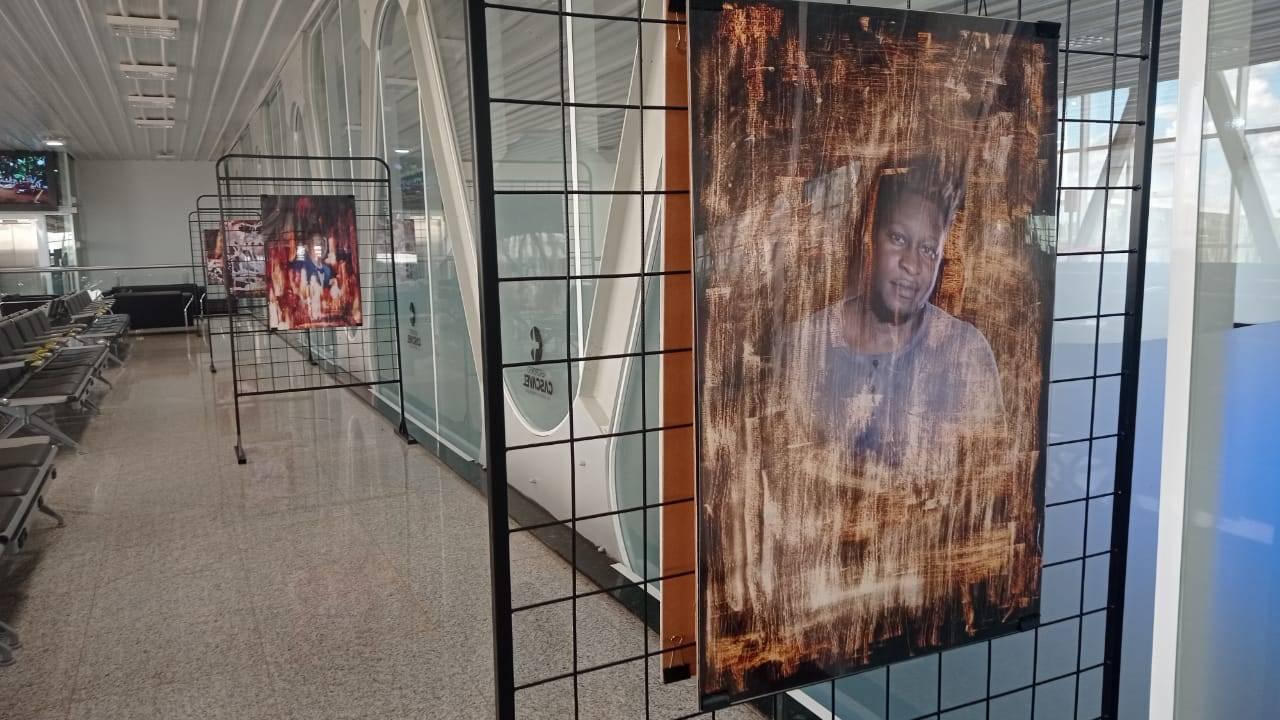 Exposições fotográficas chamam a atenção no aeroporto