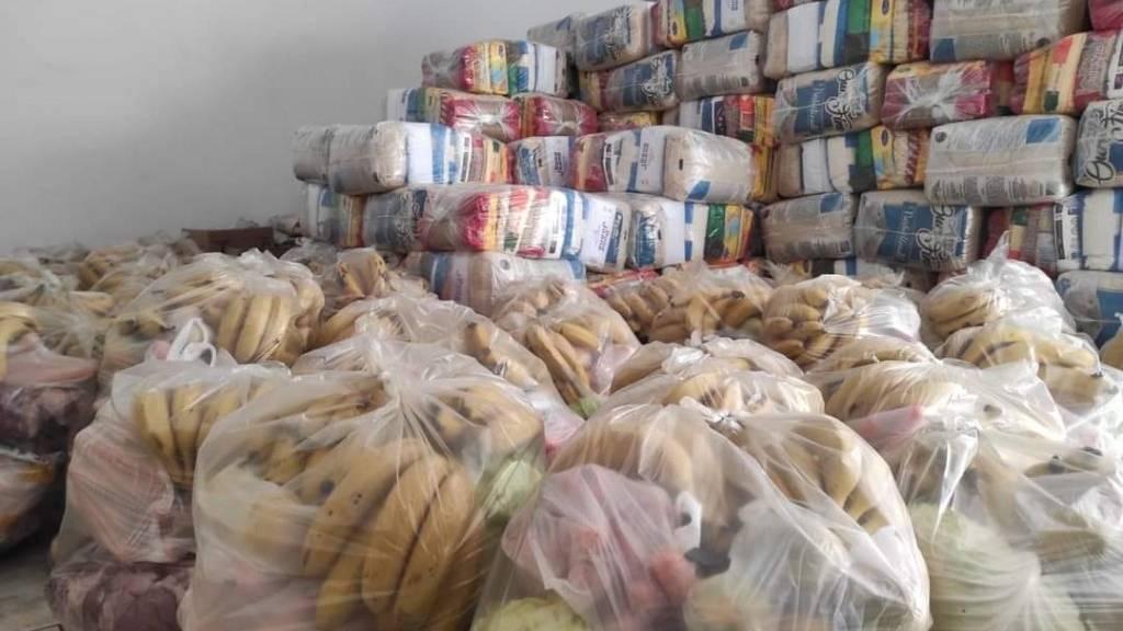Famílias cadastradas no Bolsa Família recebem kit de alimentos em Corbélia