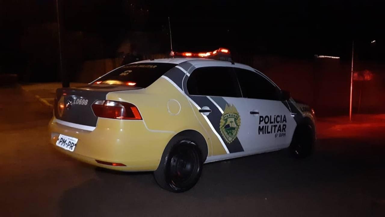 Mulher aciona a Polícia Militar após acordar com seu marido tentando a estrangular na Rua Maracaí