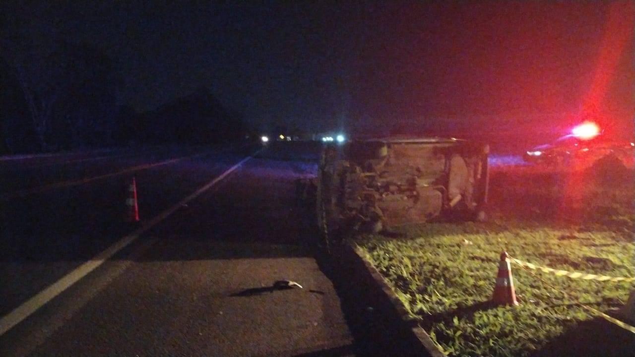 Homem morre após ser ejetado de automóvel durante capotamento na BR-277