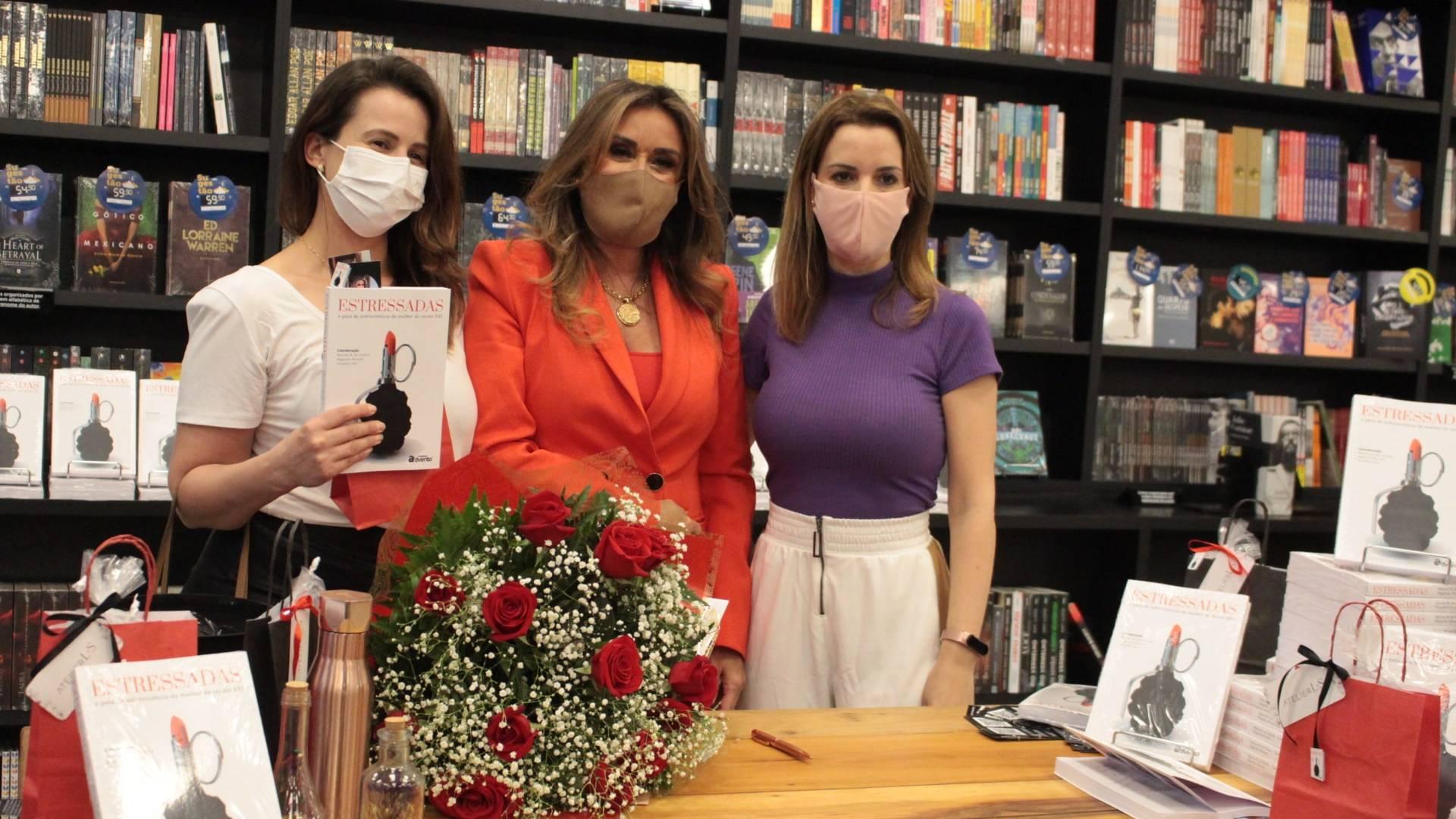Livro com dicas para mulheres modernas têm noite de autógrafos em Cascavel