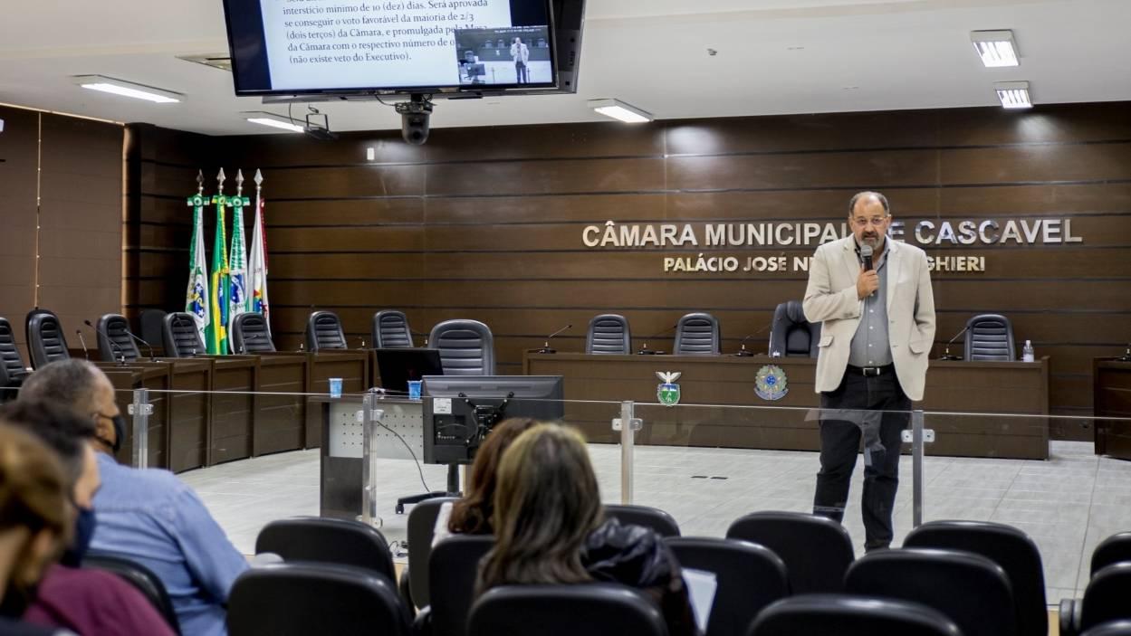 Câmara capacita vereadores e assessores com curso sobre processo legislativo