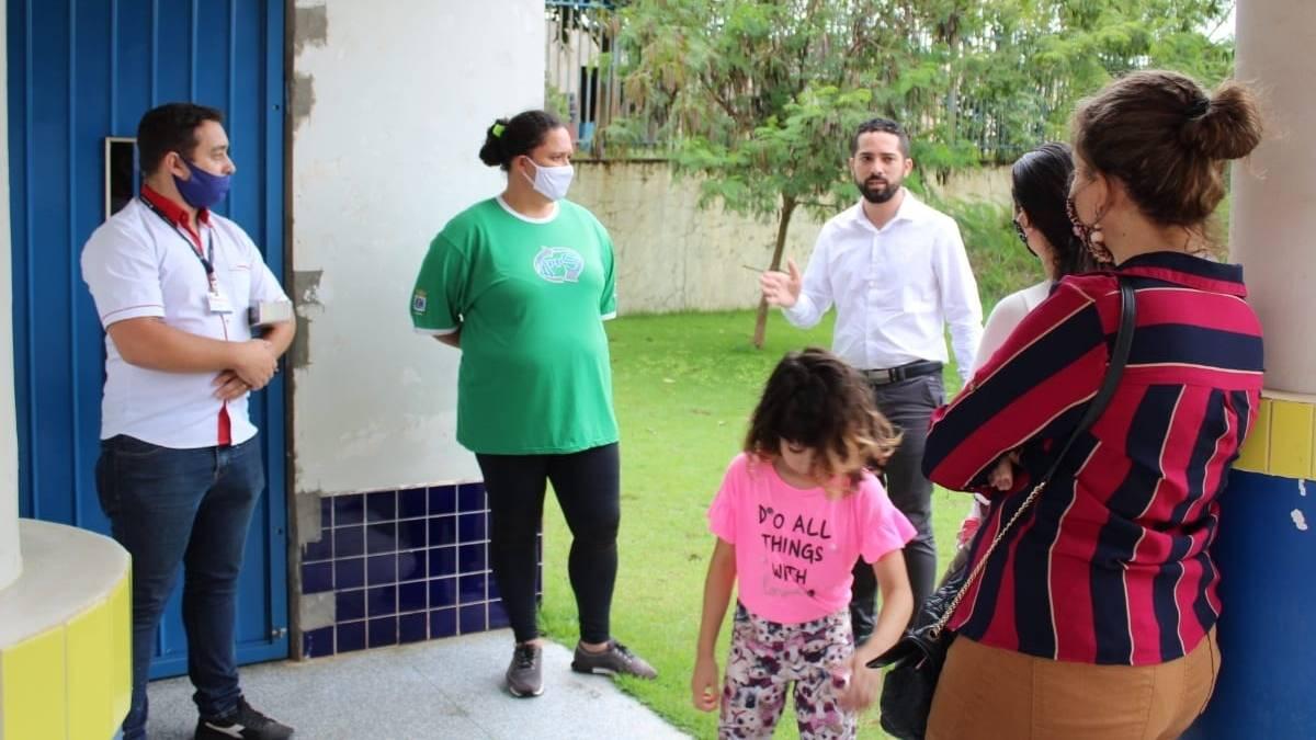 Tiago Almeida fiscaliza CMEI no bairro Santa Felicidade