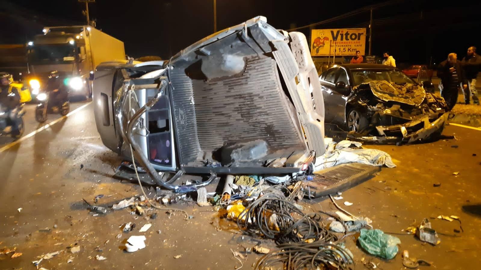 PRF atende acidente envolvendo 3 veículos na BR-373