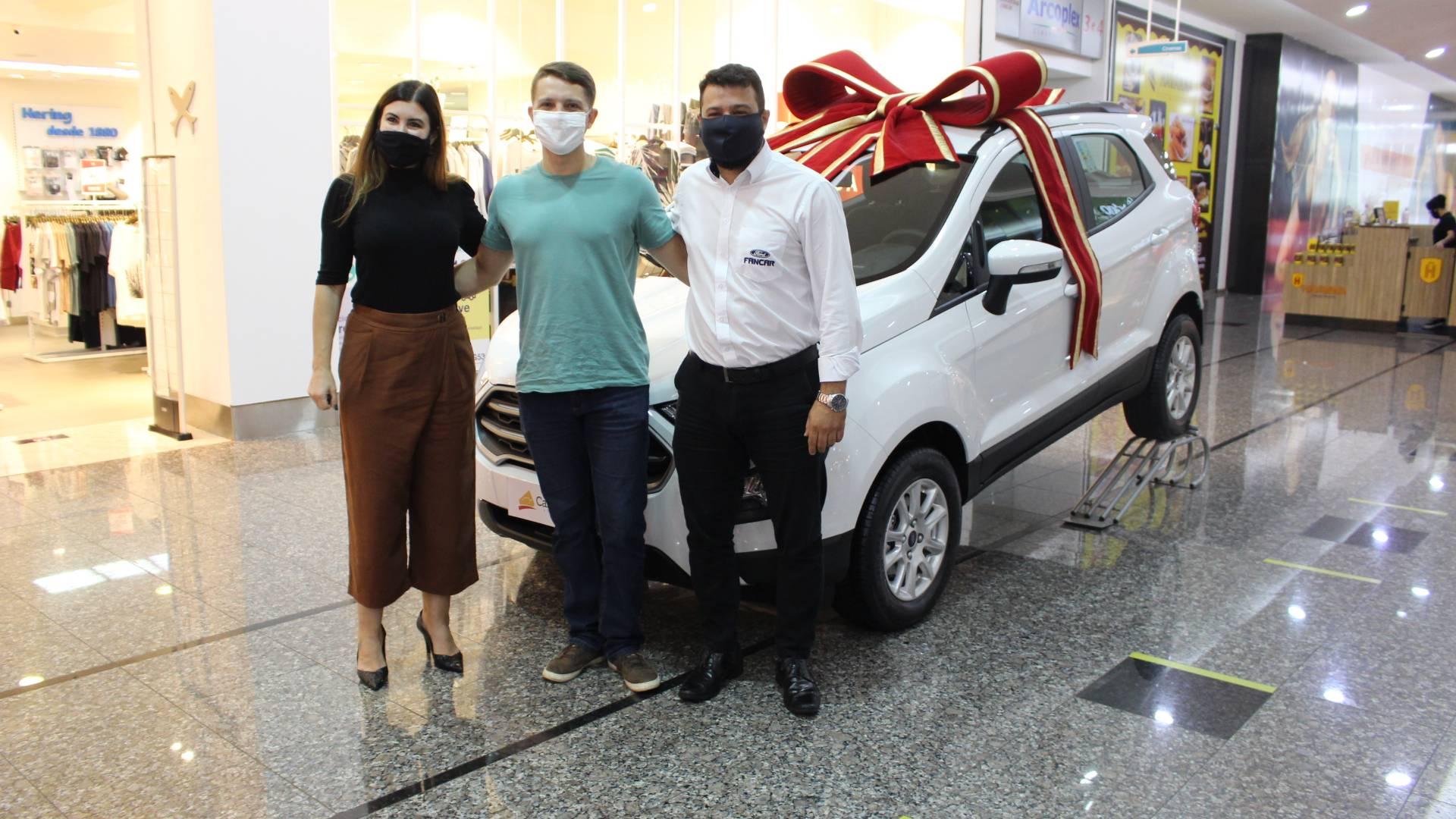 Ganhador do Eco Sport 0 km sorteado pelo Cascavel JL Shopping estava há 1 ano sem carro