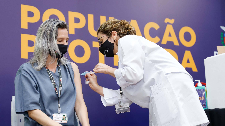 No Paraná, 57,2 mil pessoas já foram vacinadas contra a Covid-19