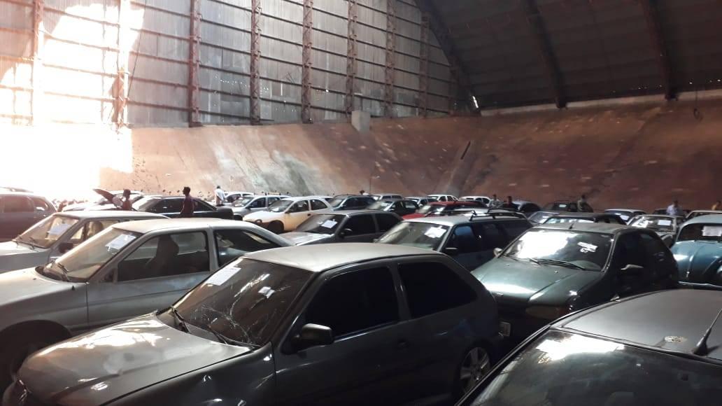 Leilão de veículos: lotes podem ser conferidos esta semana no pátio da Transitar