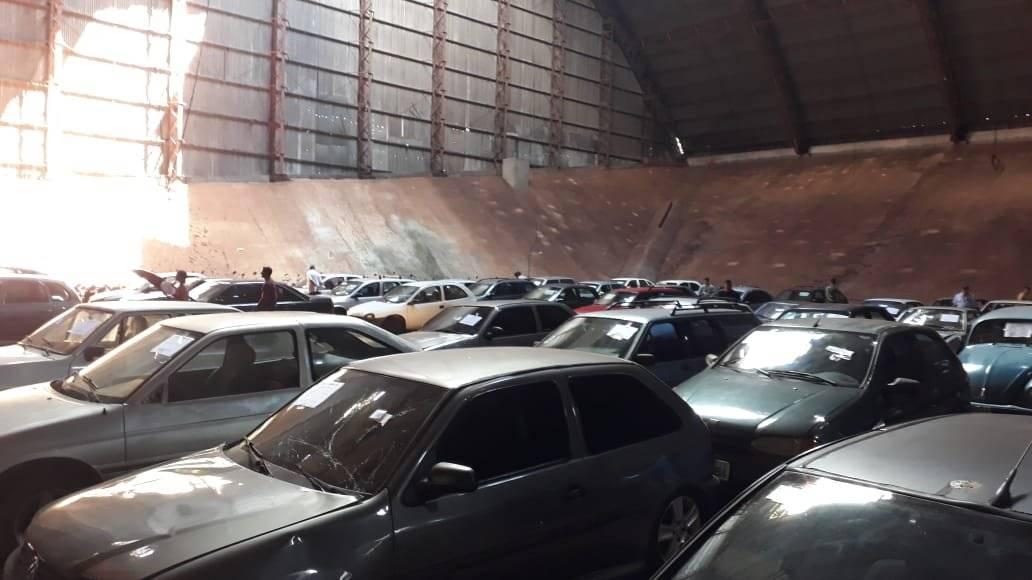 Licitação prevê redução de até 50% no valor para remoção e diária de veículos apreendidos