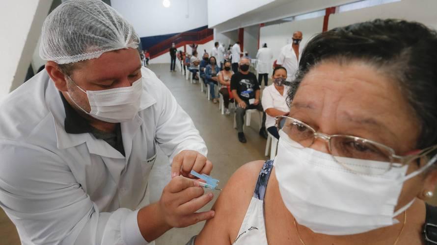 Mais de 1,5 milhão de pessoas já receberam a 1ª dose da vacina contra a Covid-19 no Paraná