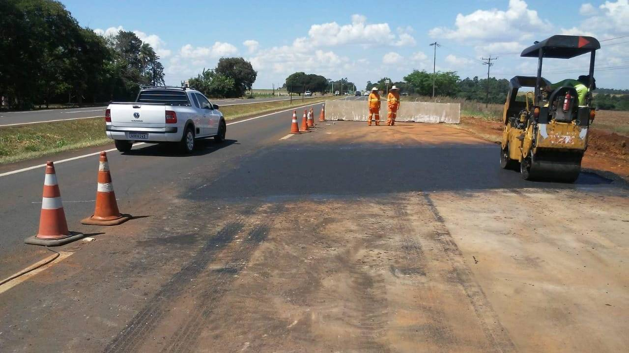 Serviço de drenagem é realizado na BR-277, em Sta. Terezinha de Itaipu