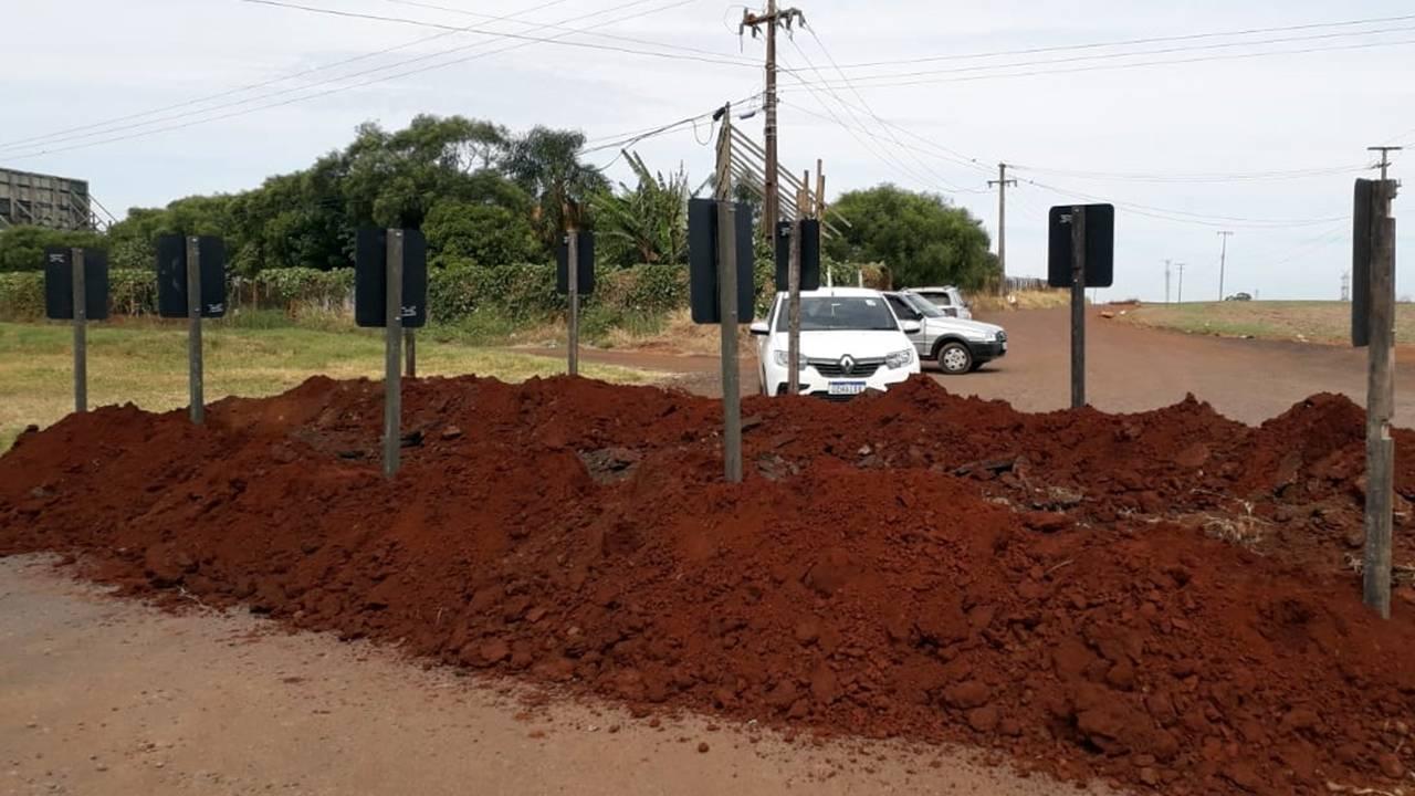Moradores da Linha Peroba reclamam de fechamento do acesso a comunidades pela BR-277