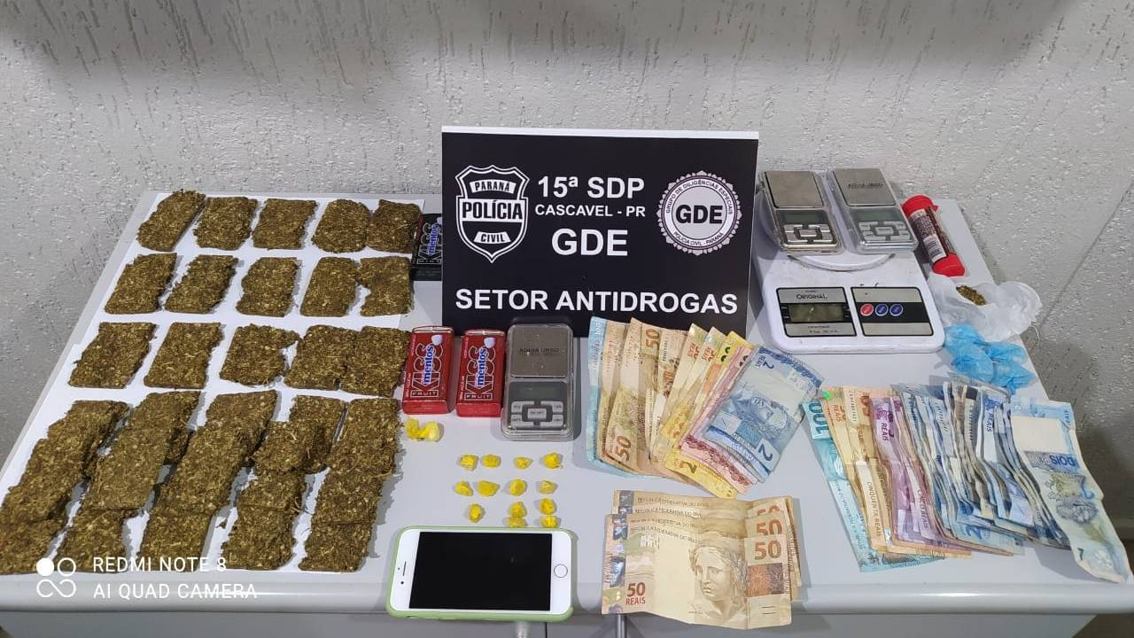 Uma adolescente e dois homens foram conduzidos para delegacia após envolvimento no tráfico de drogas