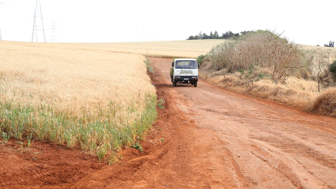Madril propõe parceria entre produtores e Prefeitura para asfaltar estradas rurais
