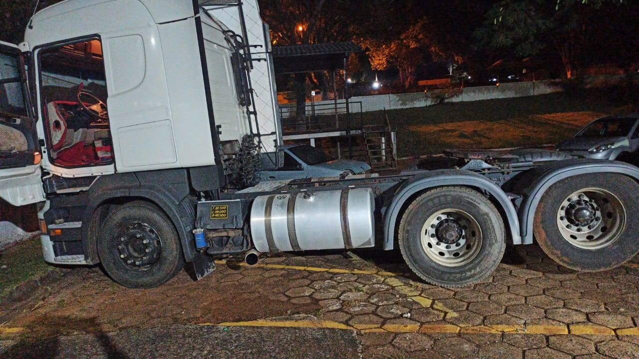 PRE Cascavel recupera caminhão trator furtado na PR-486
