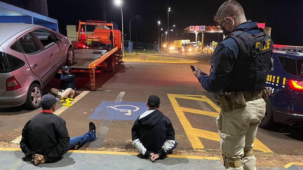 PRF detém jovens e apreende drogas em veículo após abordagem na BR-369