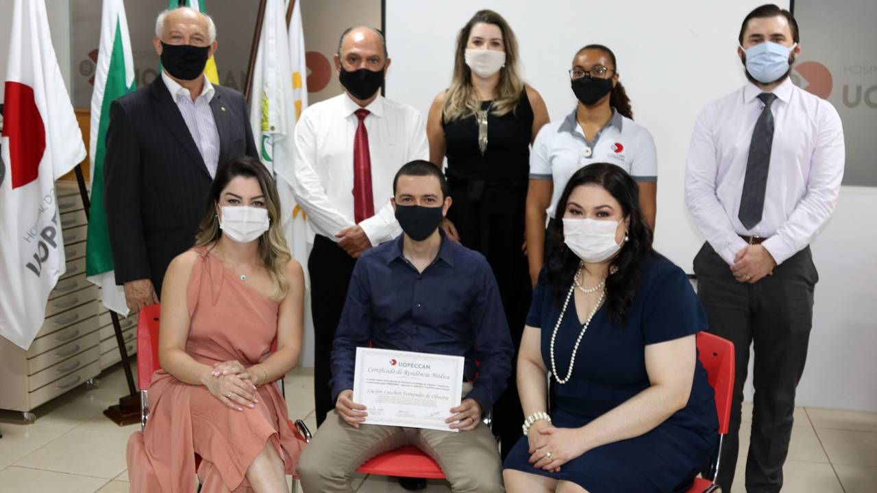Uopeccan Cascavel comemora a formatura de três novos residentes em cirurgia oncológica e oncologia