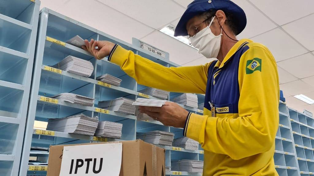 Carnês do IPTU 2021 começam a ser enviados aos contribuintes, em Cascavel
