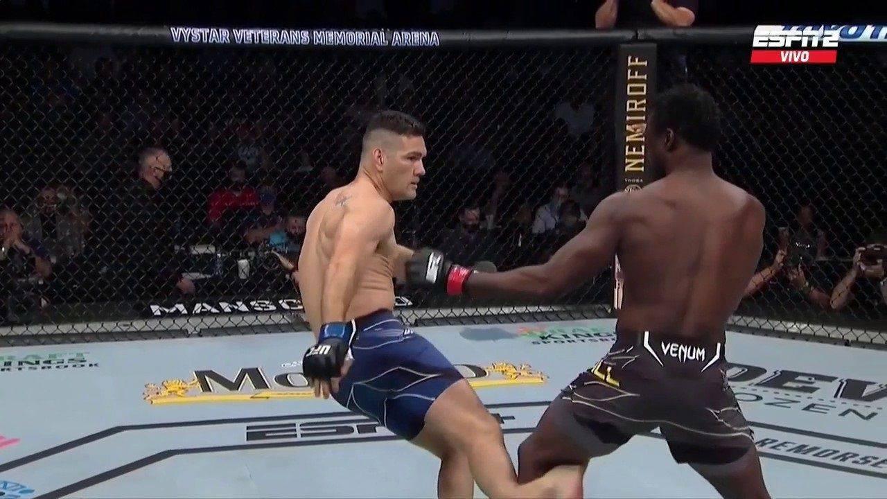 UFC 261: Weidman quebra a perna de forma idêntica a de Anderson Silva e causas cenas fortíssimas