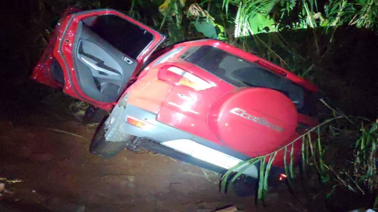 Dona da casa é amarada durante roubo, diversos objetos são levados e carro é recuperado abandonado