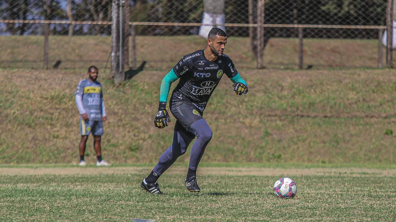 Reforçando o elenco para o Brasileirão, FC Cascavel contrata o goleiro Douglas Marques