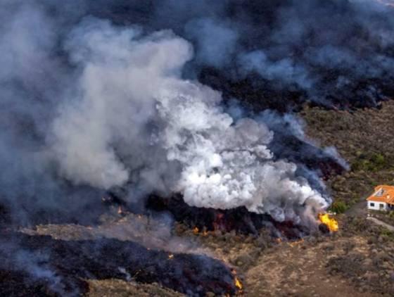 """A """"Casa Milagre"""" que escapou da lava do vulcão em La Palma"""