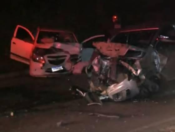 Acidente envolvendo três carros na Rodovia dos Minérios deixa uma pessoa morta