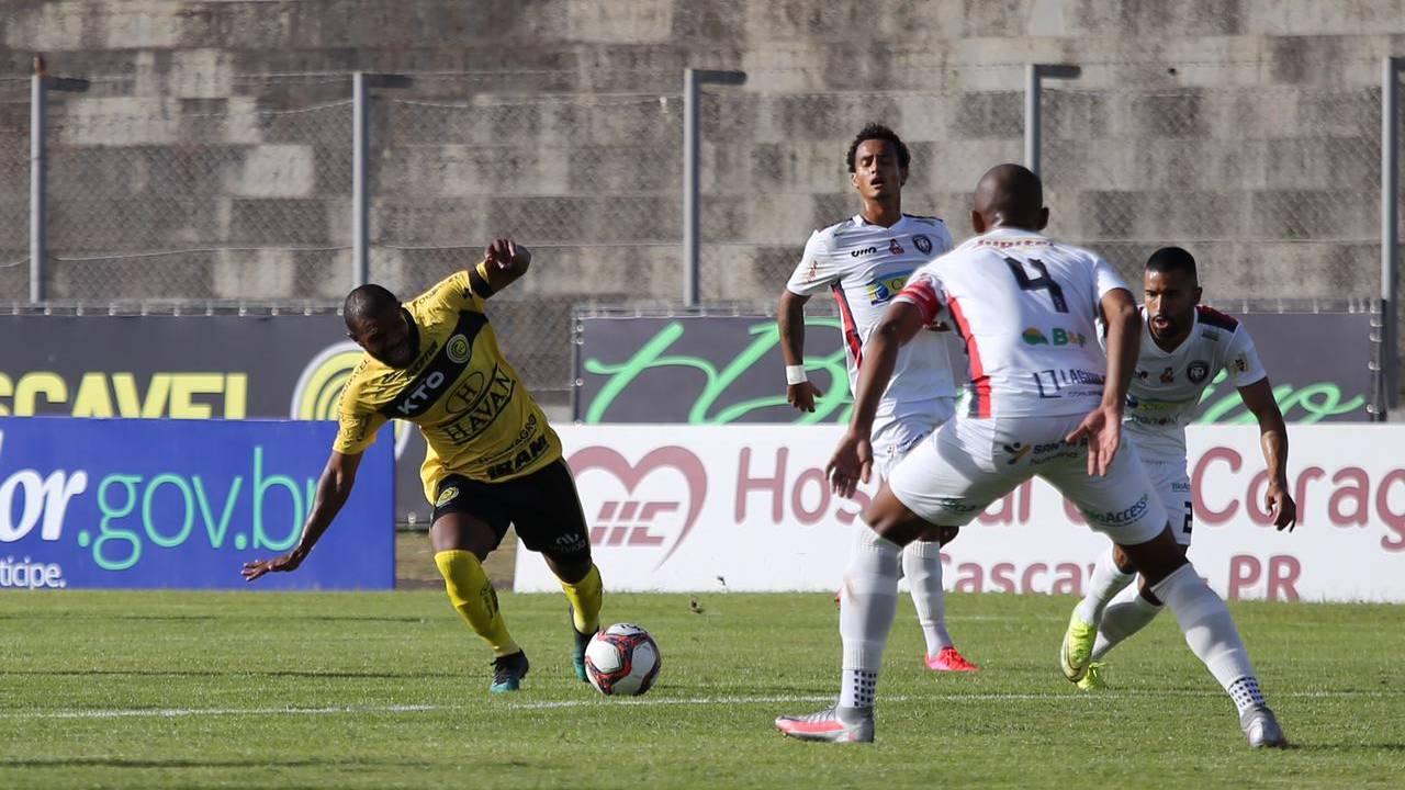 FC Cascavel perde seis pontos e é multado após escalação irregular de jogador